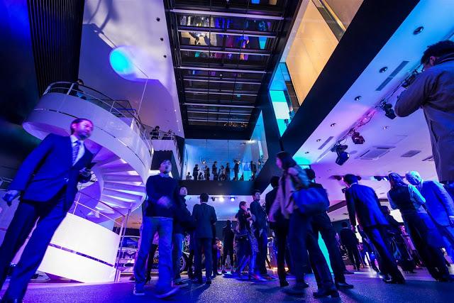 """Neuer City Store """"Mercedes-Benz Connection"""" in Osaka eröffnet ..."""
